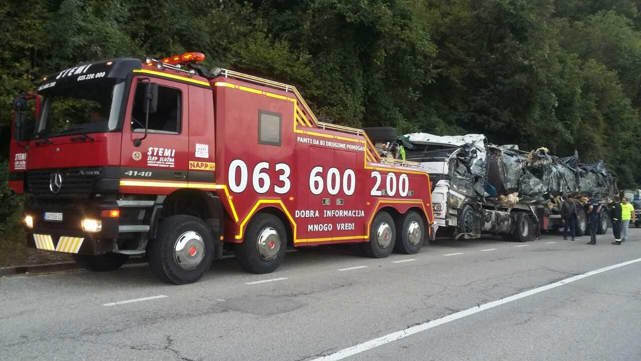 Šlep služba u Jagodini - STEMI - Šlepanje kamiona, autobusa, teških mašina i svih vrsta vozila